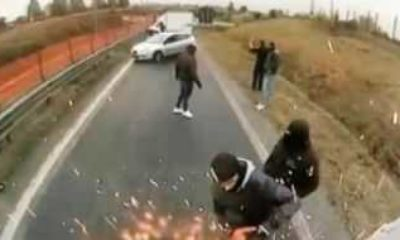 İtalya'da elektrikli testere ile zırhlı araç soygunu kamerada