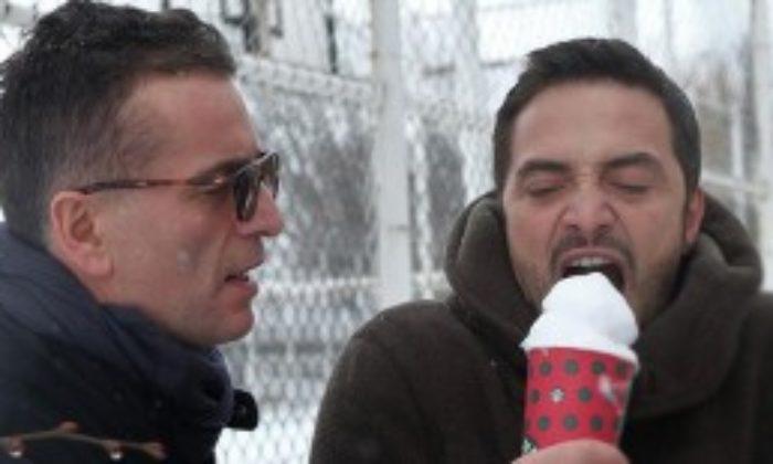 Ahmet Kural ile Murat Cemcir Yılın İlk Kar Sevincini Eskişehir'de Yaşadı