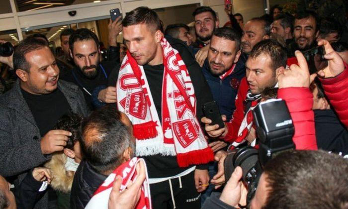 Podolski'ye coşkulu karşılama