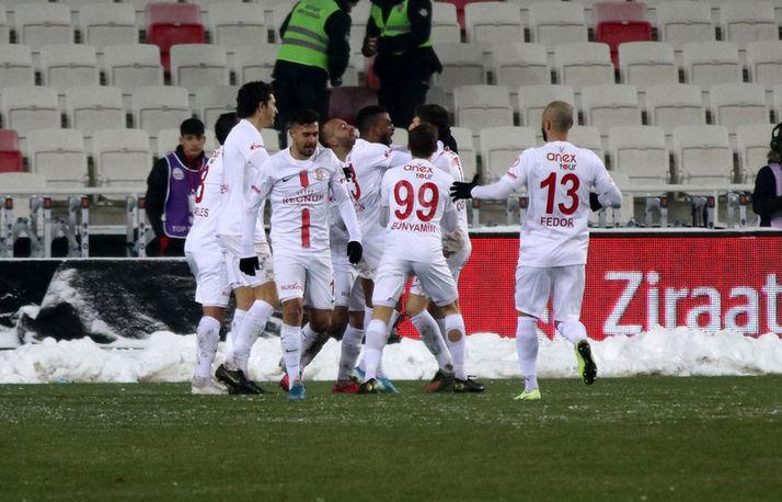 Antalyaspor, Sivasspor'la 1-1 berabere kalarak yarı finale yükseldi