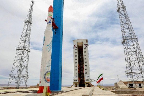İran'dan uzay programını eleştiren Fransa'ya tepki
