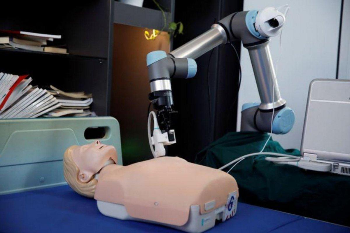 Çin'deki hastanelerde kullanılan sağlık destek robotu