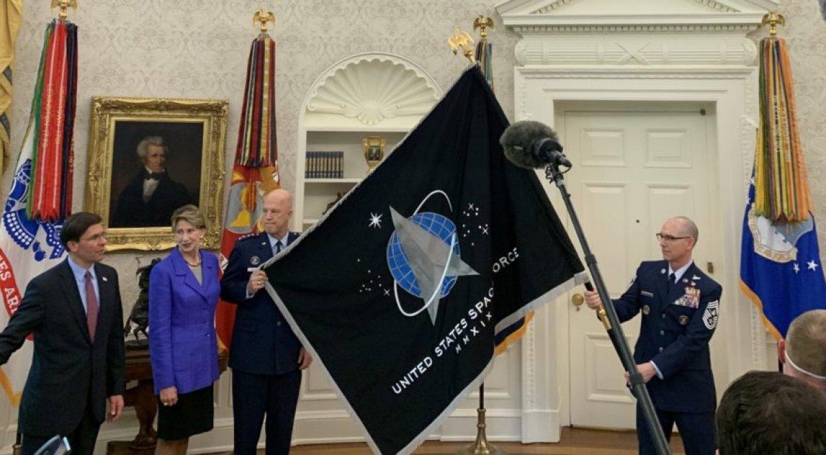 ABD Uzay Kuvvetleri'nin yeni bayrağı tanıtıldı