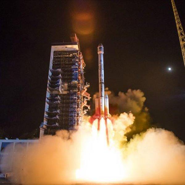 Çin'in uzaya astronot taşıyacak roketi Dünya'ya indi