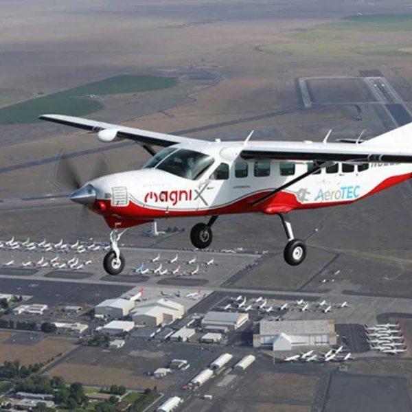 Dünyanın en büyük elektrikli uçağı ilk uçuşunu yaptı