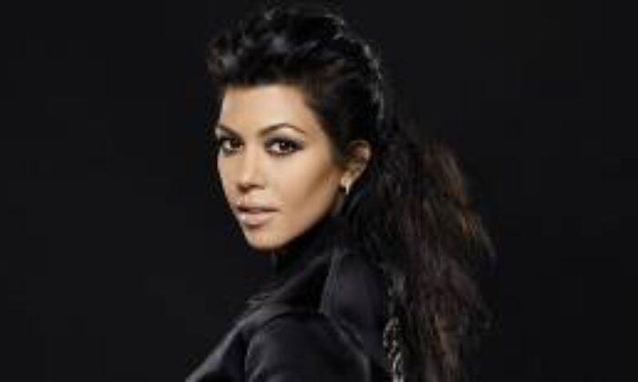 Kourtney Kardashian Led Işıklı Maske Satışına Başladı