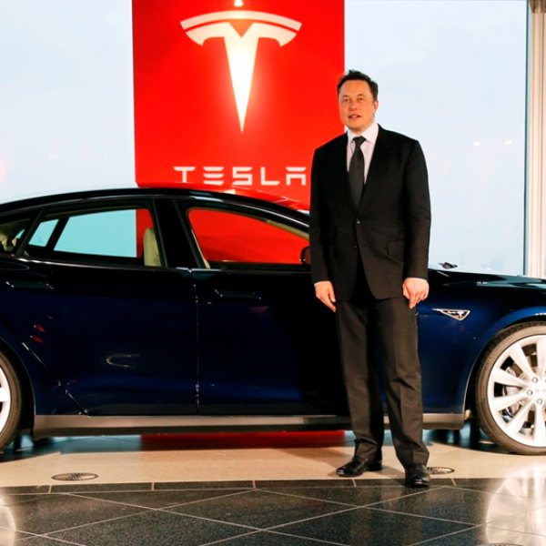 Tesla, şimdi de elektrikli minibüs modeli geliştiriyor