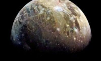Jüpiter'in uydusunun buzla kaplı kuzey kutbu görüntülendi