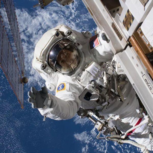 Uluslararası Uzay İstasyonu'nun bataryaları değiştirildi