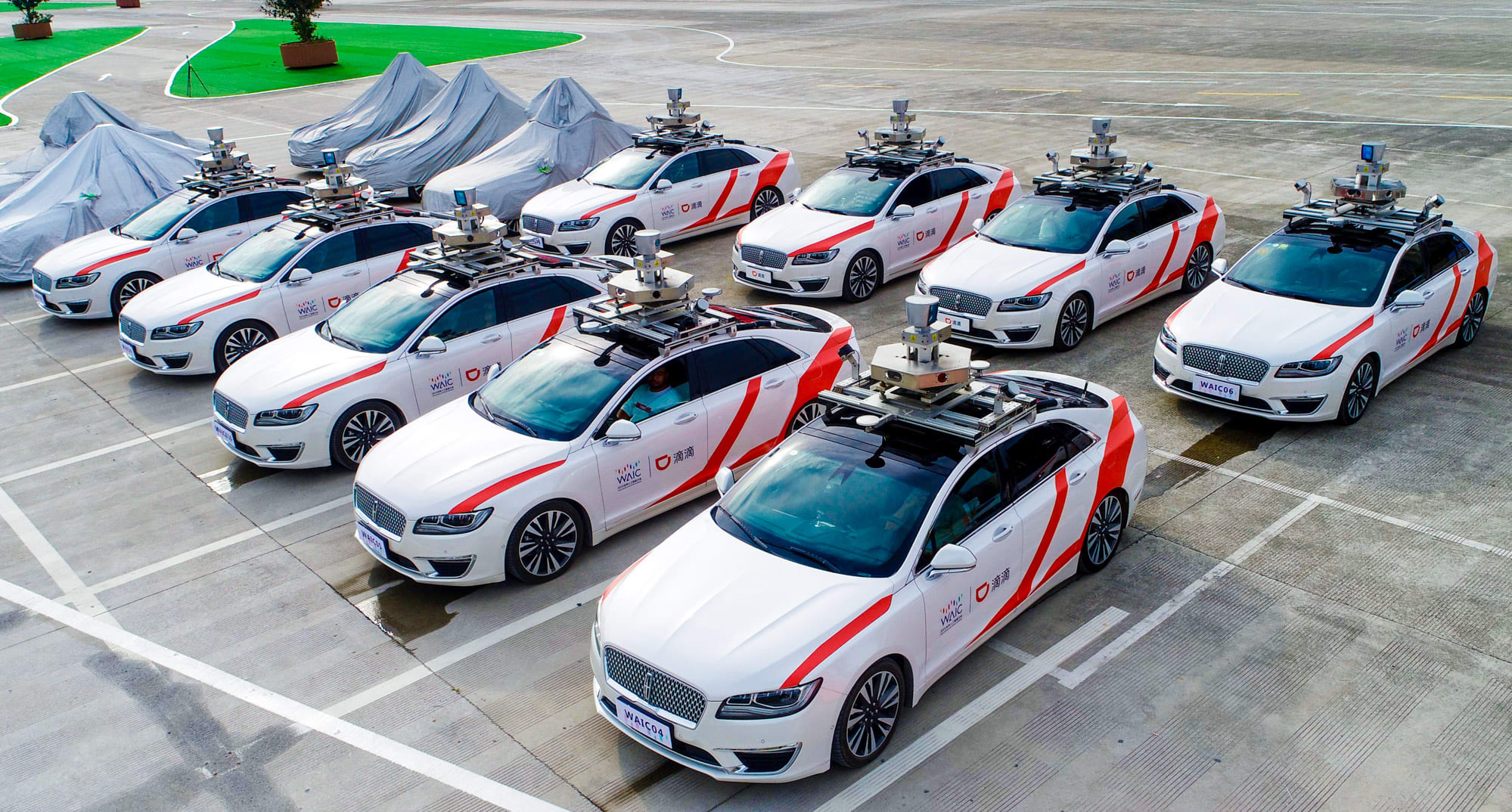 Çin'de sürücüsüz robot taksi denemeleri başladı