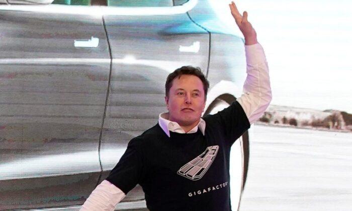 SpaceX, yaklaşık 2 milyar dolarlık rekor bir yatırım aldı