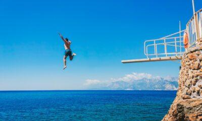 Tatilciler dikkat! Suya balıklama atlama büyük risk taşıyor