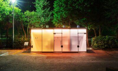 Japonlardan şeffaf ve opak hale gelen umumi tuvalet