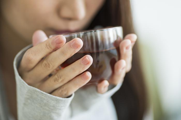 Adet sancısına iyi gelecek 6 bitki çayı