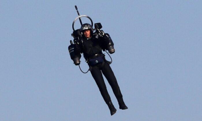 FBI, Los Angeles havaalanı yakınlarında jetpack ile uçan kişiyi arıyor