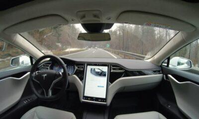Kanada'da polis, Tesla sürücüsünü otobanda koltukta uyurken yakaladı