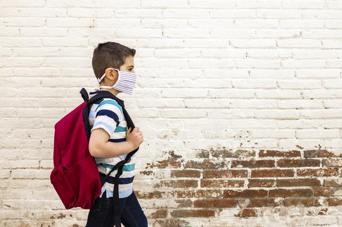 Çocuklar corona virüsü 6 kat daha az yayıyor
