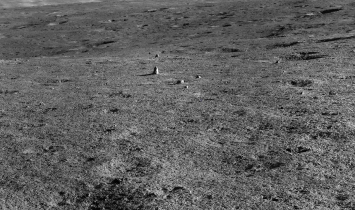 Çin in Ay daki uzay aracı, garip bir kaya tespit etti #1