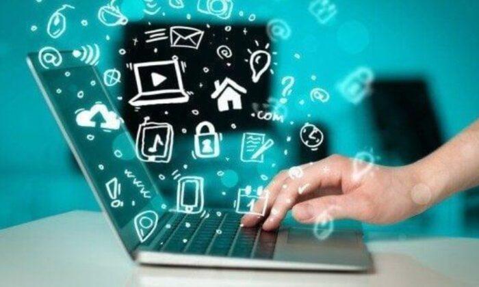 Türkiye, her gün 8 saatini internette geçiriyor