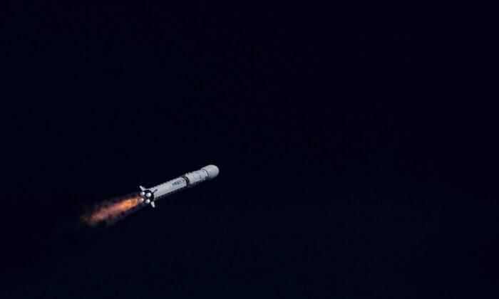 Çin, Long March 7A roketini ikinci denemede uzaya fırlattı